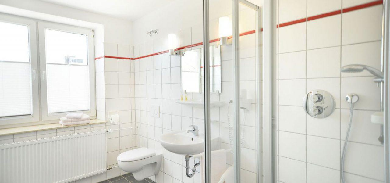 DSC_3786-1-Kopie-comp-Stadthalle-Eschwege-Hotelzimmer-Bad